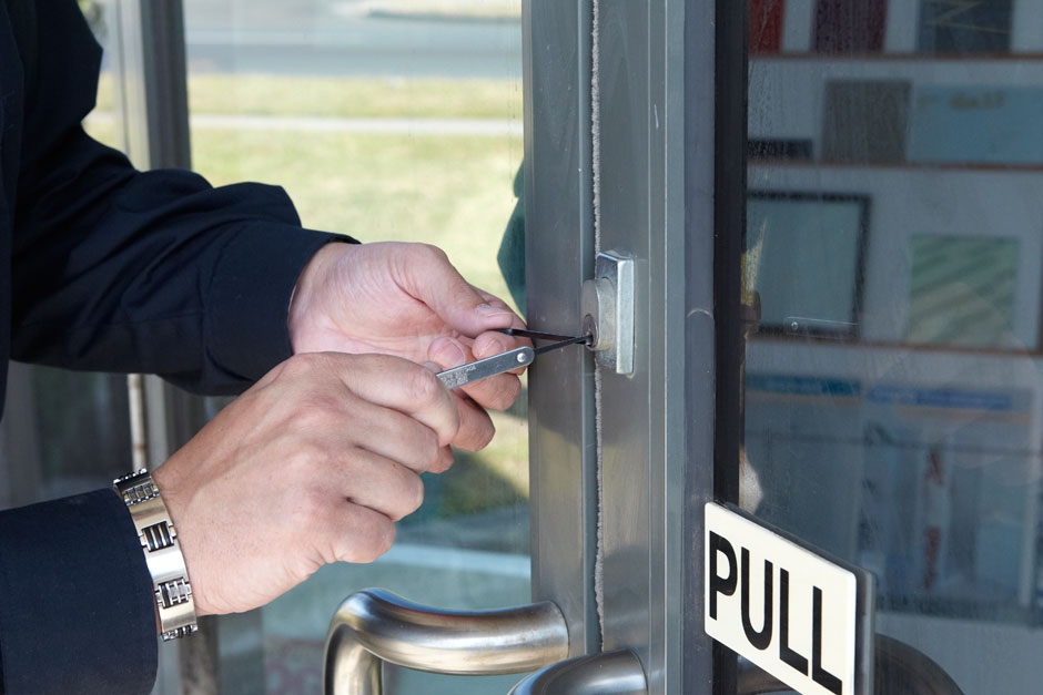 How Do You Find the Right Locksmith?